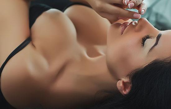 Schön geformte brüste